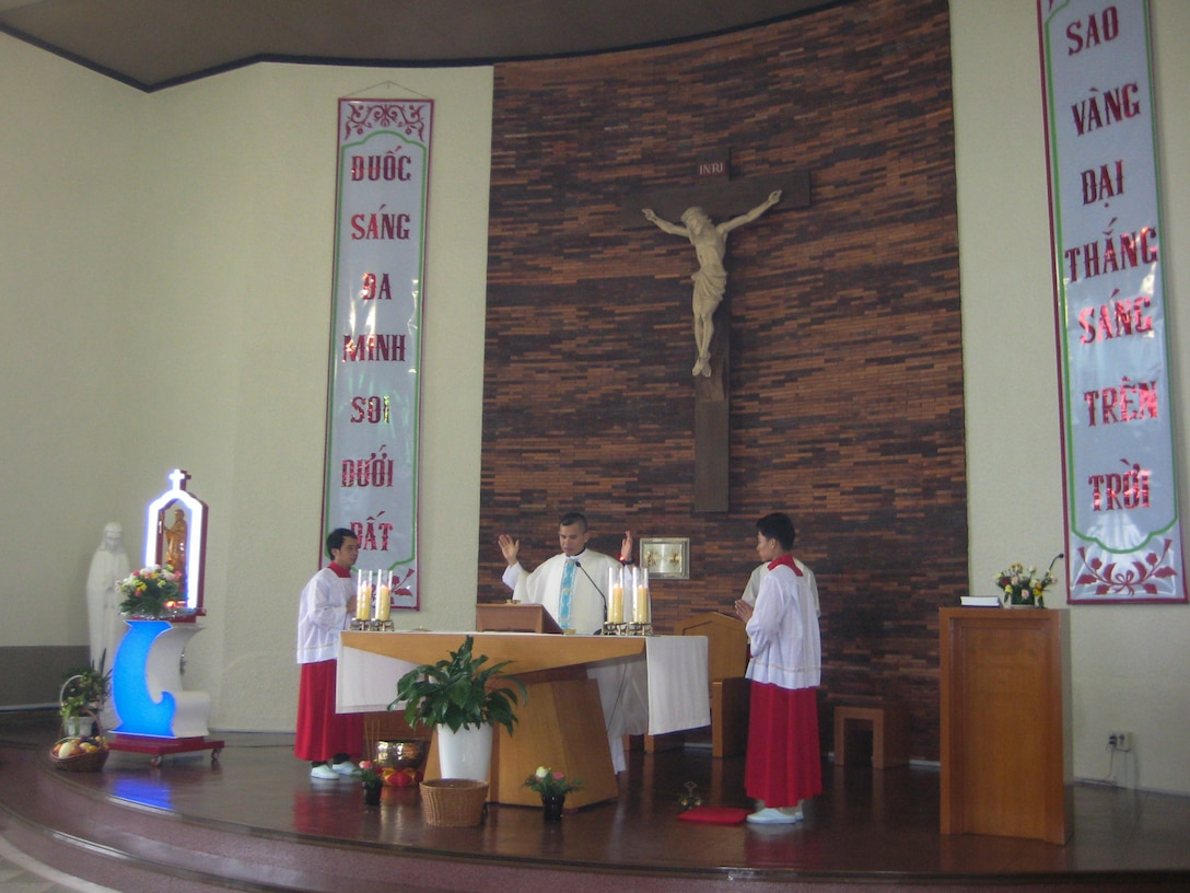 140807-F-XX000-002 – Chaplain (Capt.) Thienan Tran, 51st Fighter Wing chaplain, says the Eucharistic prayer during a Catholic Mass at Cho-Rang Catholic Church in Busan, Republic of Korea Aug. 3, 2014. Tran spends his off-duty time providing Catholic Mass to communities of Vietnamese labor workers.