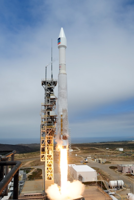 A United Launch Alliance Atlas V rocket carrying a DigitalGlobe WorldView-3 satellite successfully launches Aug. 13th, 2014, from Space Launch Complex-3 at Vandenberg Air Force Base, Calif. (U.S. Air Force Photo/Joe Davila)