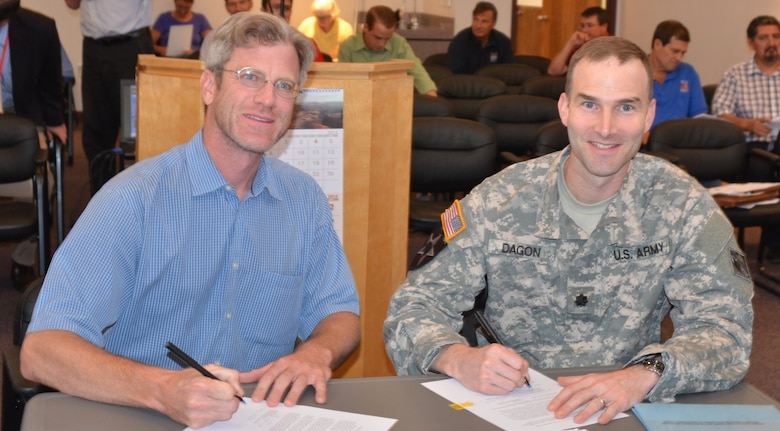 ALBUQUERQUE, N.M. -- MRGCD Board of Directors Vice Chairman, Adrian Oglesby and U.S. Army Corps of Engineers Albuquerque District Engineer, Lt. Col. Patrick Dagon, sign the PPA Agreement during the Middle Rio Grande Conservancy District Board of Directors Meeting, August 11, 2014.