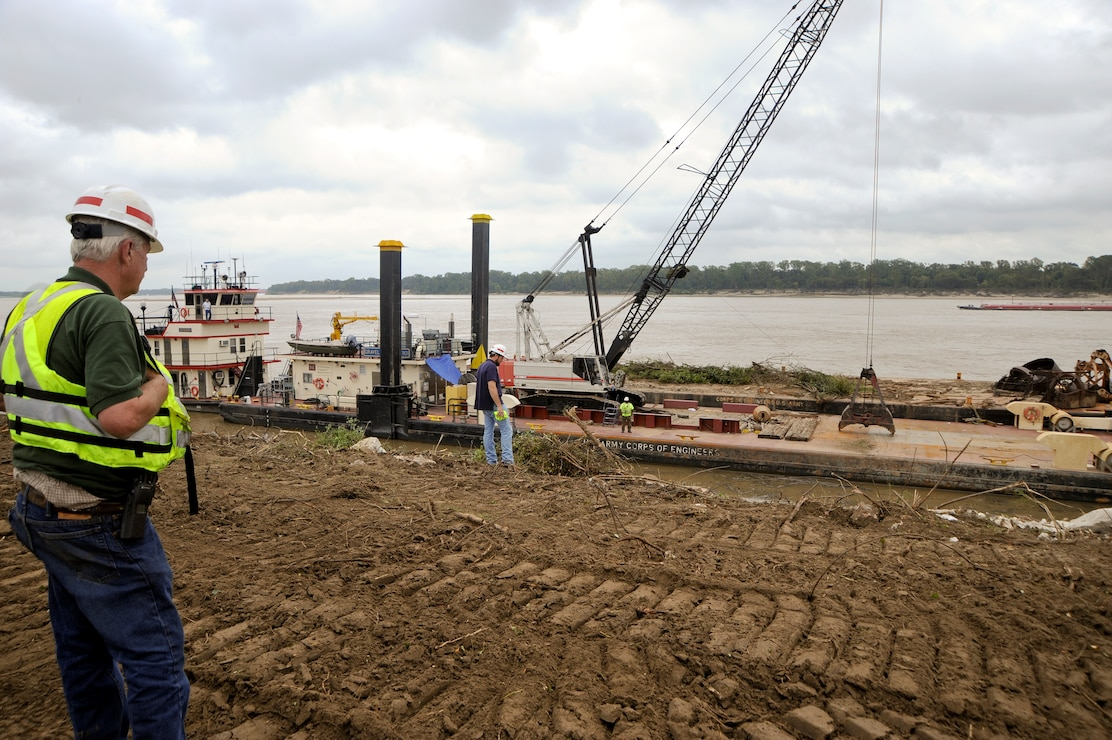 In the foreground, the River & Harbors Construction & Maintenance Foreman oversees operations. (USACE Photo/Brenda Beasley)