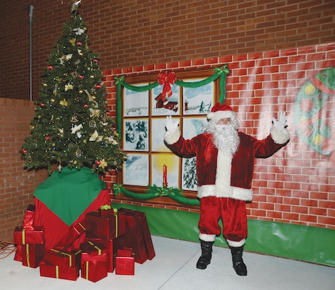 Santa engages parents and children in a countdown to the Christmas Tree Lighting at Marine Corps Logistics Base Albany, Dec. 9. The annual ceremony was sponsored by the base's Marine Corps Exchange.