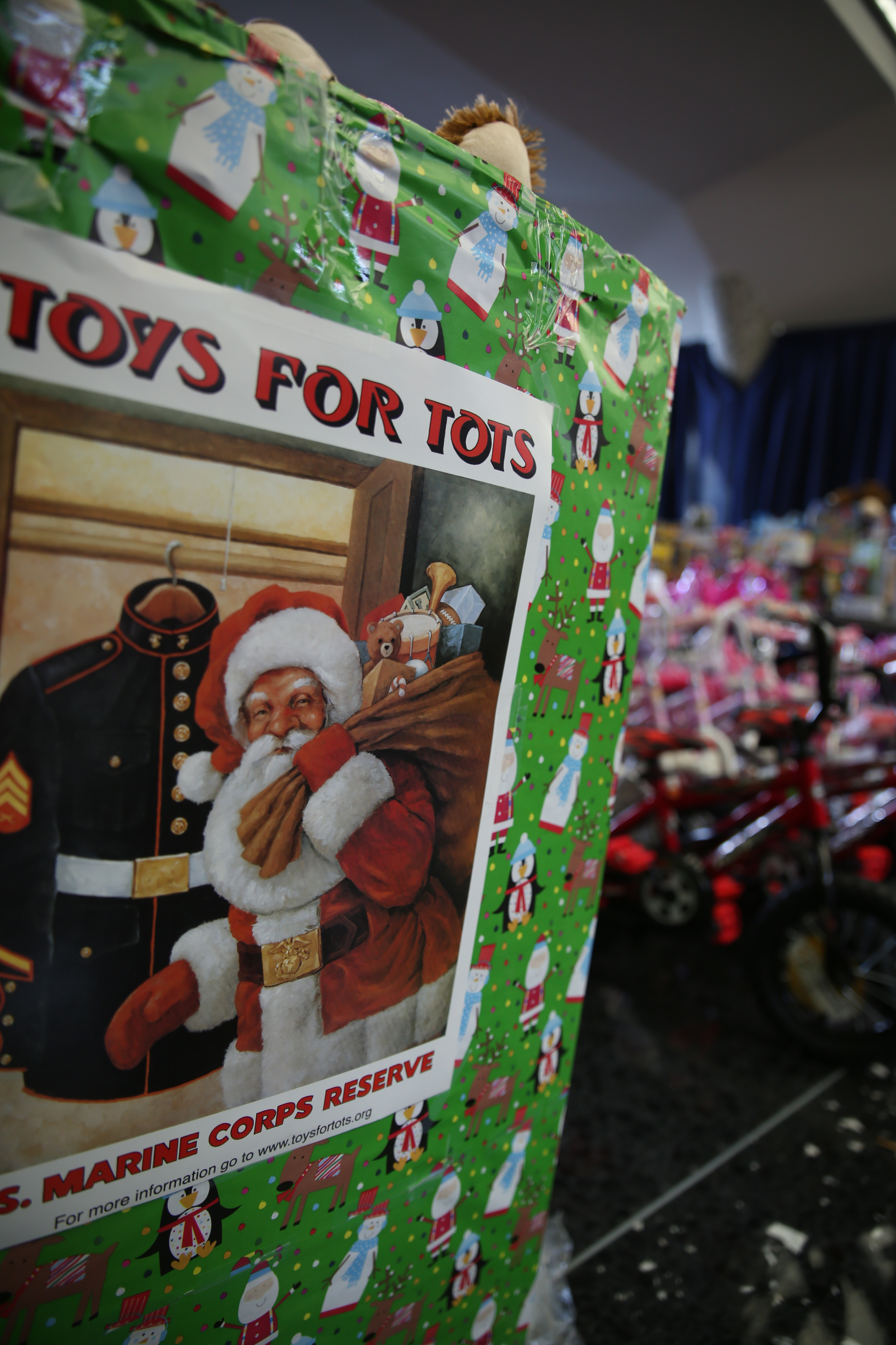 Toys For Tots Washington State : President first lady volunteer at toys for tots event