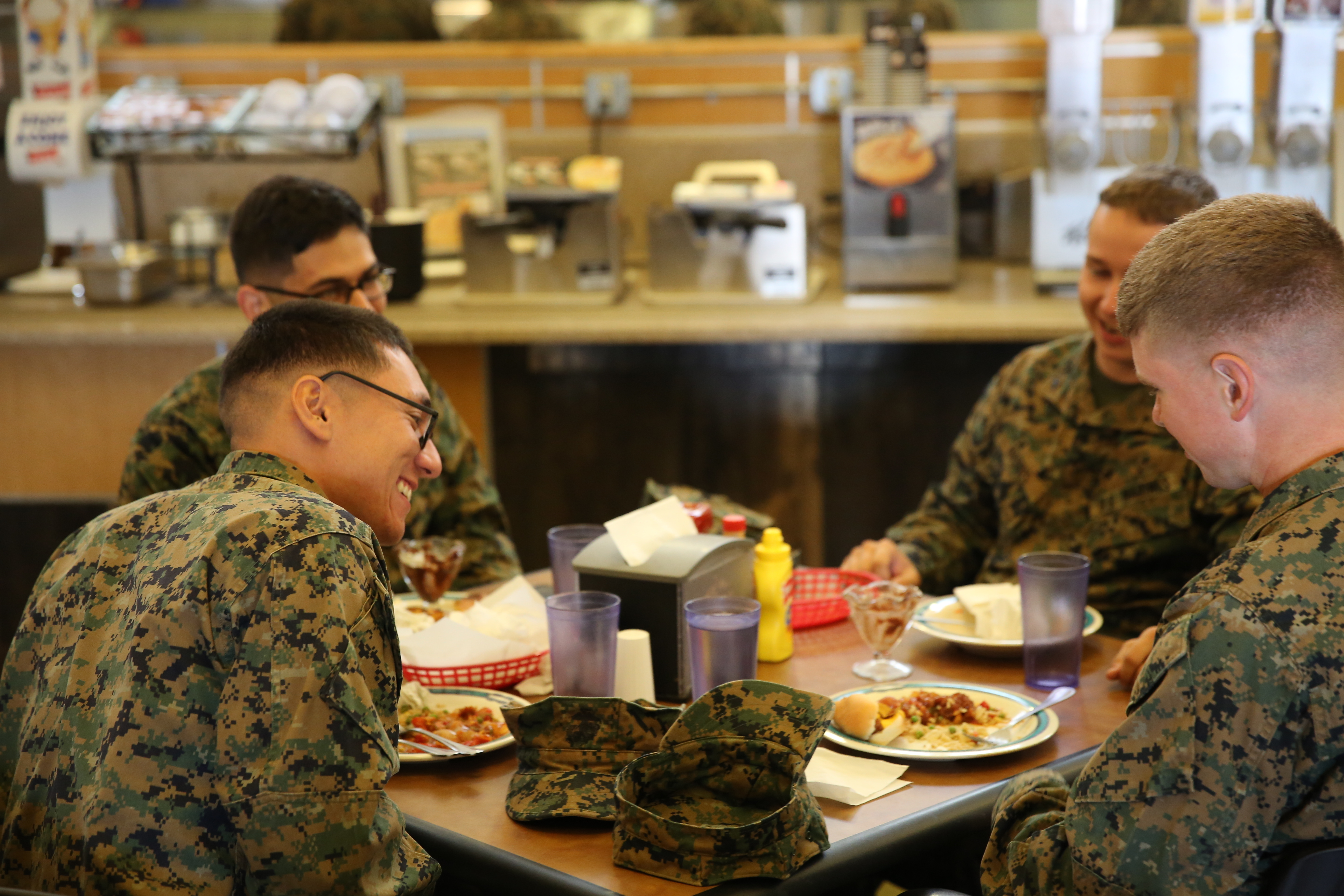 Chefs pay visit to Combat Center mess hall > Marine Corps