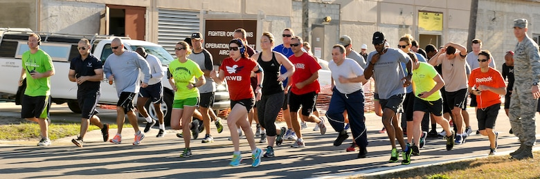 U.S. Air Force Airmen participate in the 5k Turkey Trot to kick off Valiant Eagle 2014 at the 125th Fighter Wing, Jacksonville, Fla. on December 4, 2014. (U.S. Air National Guard photo by Airman Nitza Muniz/ Released)