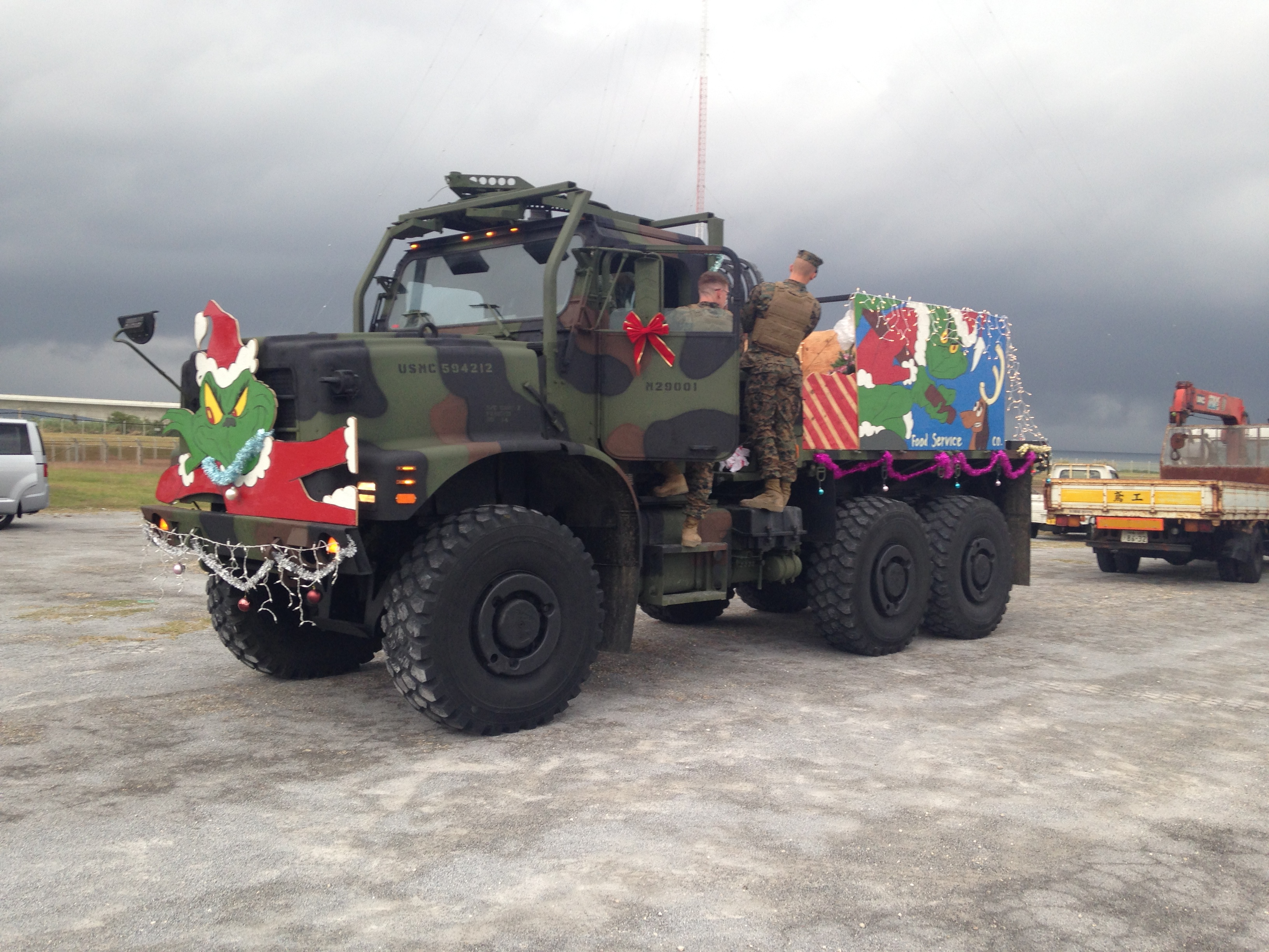download hi res photo - Christmas Car Parade Decorations