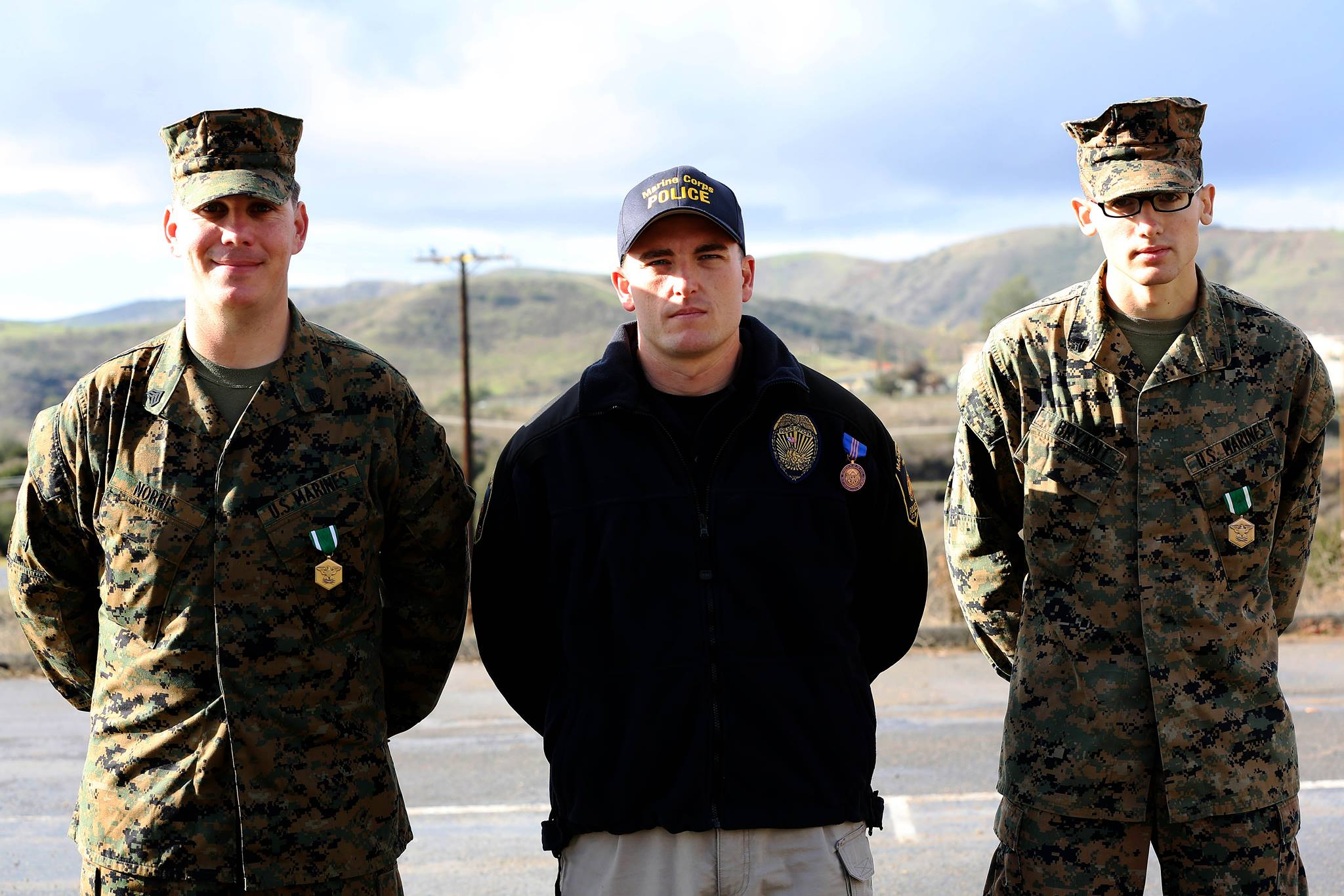 Military and civilian policemen awarded for heroic deed > Marine ...