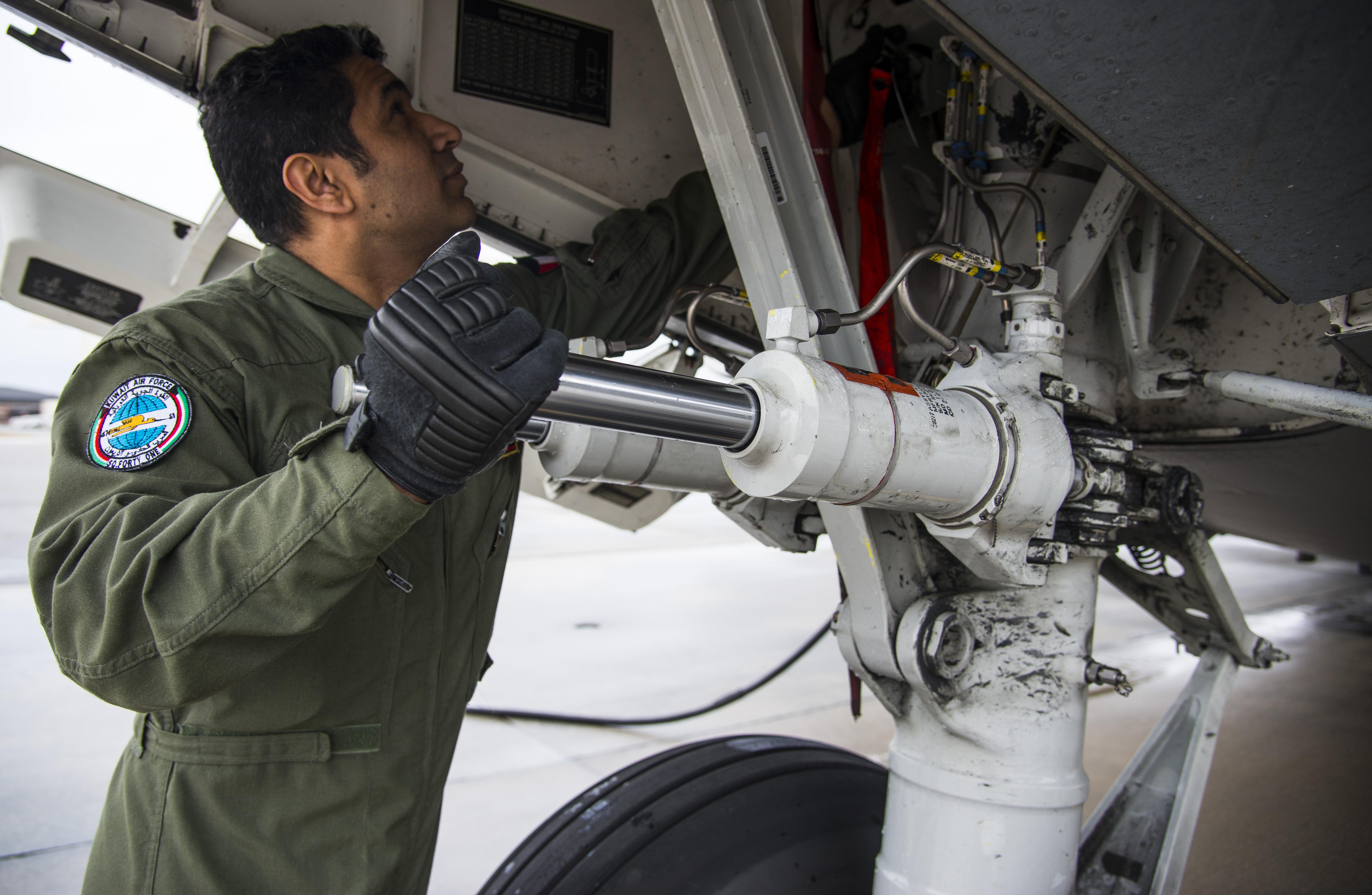 17th AS trains Kuwaiti C-17 aircrew > Joint Base Charleston > News