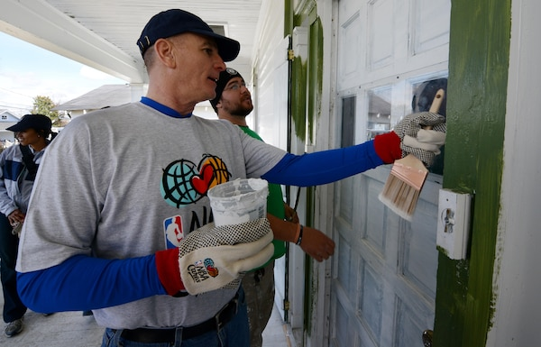Marine Corps Sgt. Maj. Bryan B. Battaglia, senior enlisted advisor to the chairman of the Joint Chiefs of Staff, talks with a volunteer from Rebuilding Together before starting work on the home of Vietnam veteran Louis Banks in New Orleans, Friday, Feb. 14, 2014, as part of the seventh-annual NBA All-Star Day of Service. About 250 active-duty service members and veterans volunteered to work alongside past and present NBA players on six homes, including the homes of four veterans. (DOD photo by Claudette Roulo)