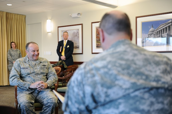 USAF Gen. Philip Breedlove, commander of U.S. European Command visited DIA to meet with DIA and expressed his appreciation for the support EUCOM receives from the agency.