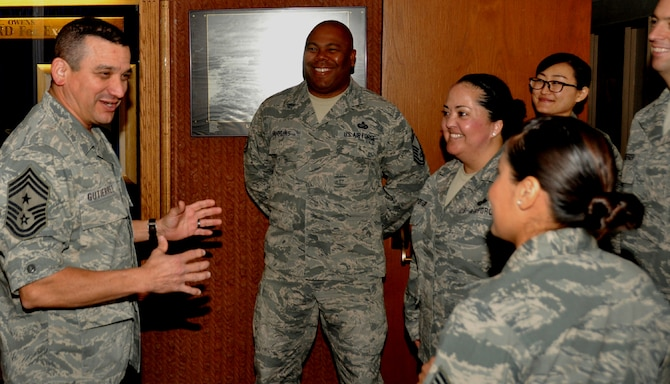 PHOENIX - Chief Master Sgt. Dan Gutierrez (left) talks to the Arizona National Guard Air Staff at Papago Military Reservation here Jan 11. Gutierrez assumed the duties of Arizona's command chief master sergeant during the January drill weekend. (Arizona National Guard photo by Air Force Capt. Matt Murphy)