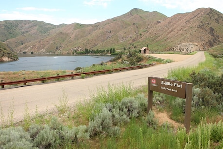 5-Mile Flat is a small turn-out and shoreline access area located at mile marker five of Arrowrock Road.