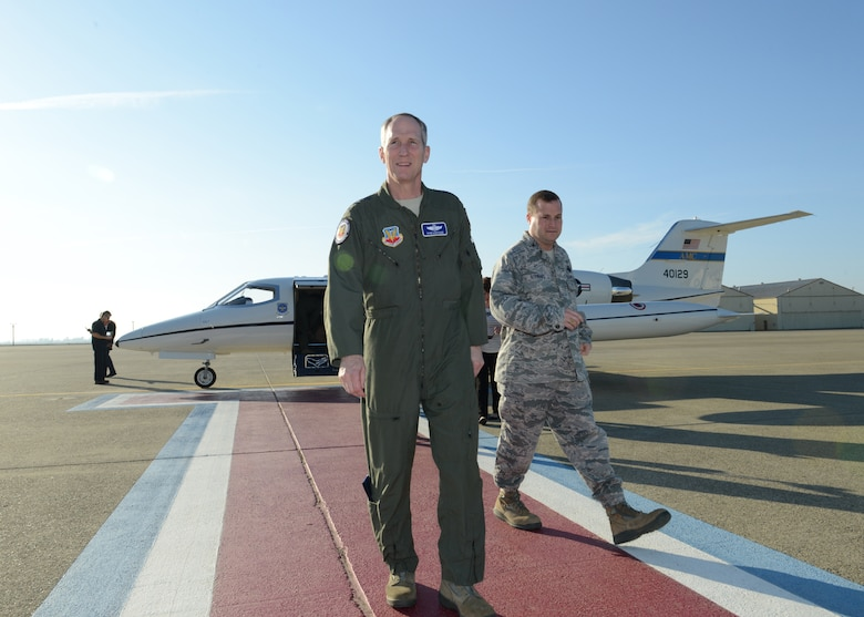 Gen. Mike Hostage, commander of Air Combat Command, walks with Col. Phil Stewart, 9th Reconnaissance Wing commander, during a visit to Beale Air Force Base, Calif., Jan. 14, 2014. Hostage met with Beale Airmen to discuss Air Force issues and concerns. (U.S. Air Force photo by John Schwab)