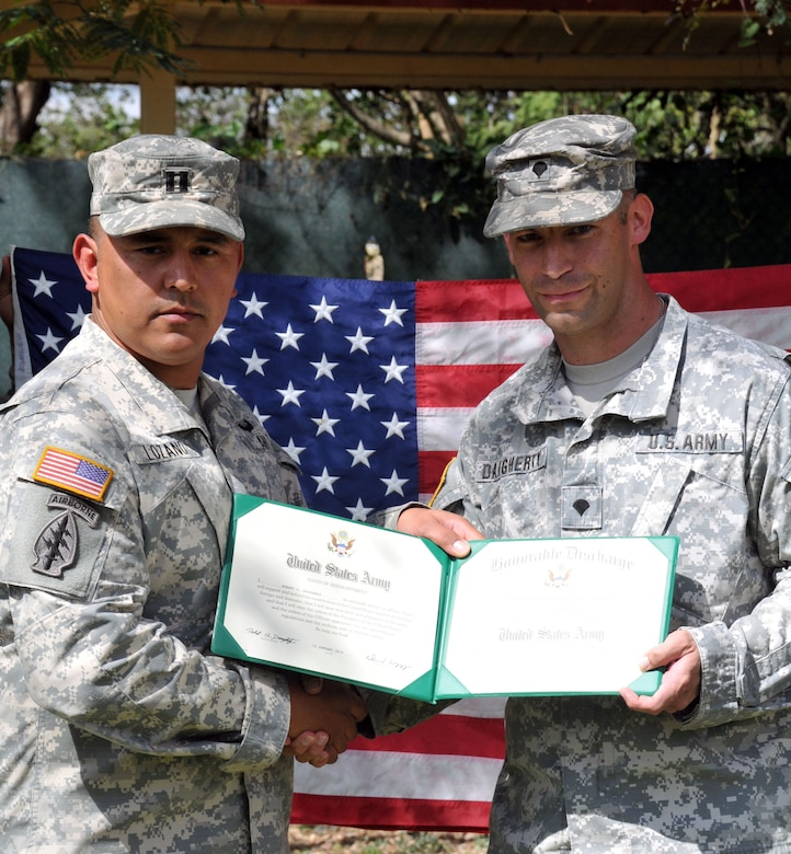 Sgt. Quaterius Johnson and Spc. Robert Daugherty re-enlisted in the United States Army during a ceremony conducted at Soto Cano Air Base, Honduras, January 22. Both Johnson and Daugherty are members of Army Forces Batallion, Joint Task Force-Bravo. (Photos by Ana Fonseca)
