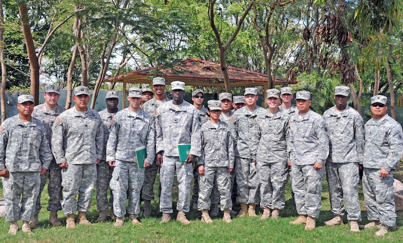 Sgt. Quaterius Johnson and Spc. Robert Daugherty re-enlisted in the United States Army during a ceremony conducted at Soto Cano Air Base, Honduras, January 22. Both Johnson and Daugherty are members of Army Forces Batallion, Joint Task Force-Bravo. (Photos by Ana Fonseca