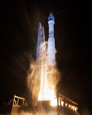 A United Launch Alliance Atlas V rocket successfully launched NASA's Tracking and Data Relay Satellite (TDRS-L) payload at 9:33 p.m. EST Jan. 23, 2014, from Cape Canaveral Air Force Station, Fla. (United Launch Alliance photo/Ben Cooper)