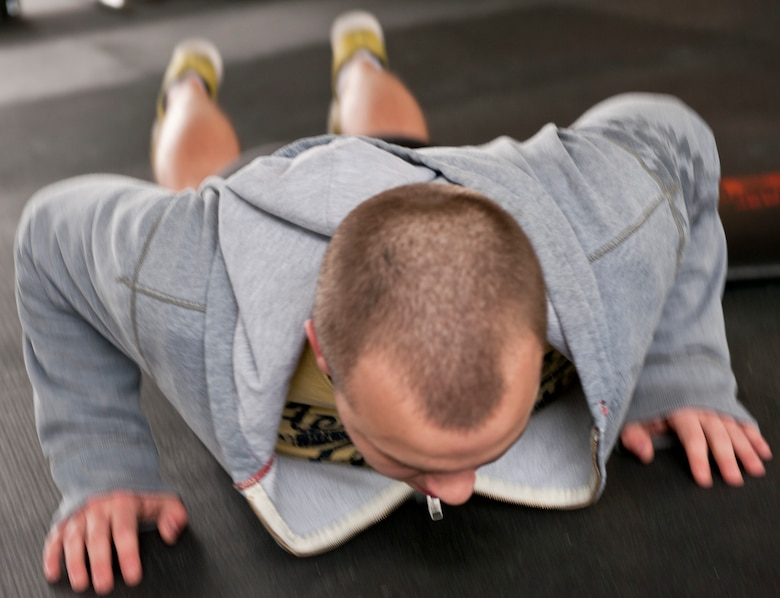 Senior Airman Braden Irby, 1st Special Operations Communications Squadron unit deployment manager, performs a pushup during the King and Queen of the Gym competition at Hurlburt Field, Fla., Jan. 24, 2014. Irby earned the title of Prince of the Gym for January. (U.S. Air Force photo/Senior Airman Krystal M. Garrett)