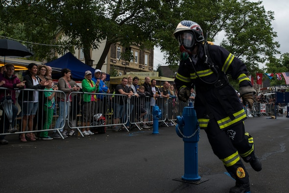 Beachtel Annaelle, a firefighter from Strasbourg, France, runs the obstacle course during the first Mosel Firefighter Combat Challenge in Ediger-Eller, Germany, July 5, 2014. Firefighters from more than nine countries in Europe participated in the challenge. (U.S. Air Force photo by Staff Sgt. Christopher Ruano/Released)