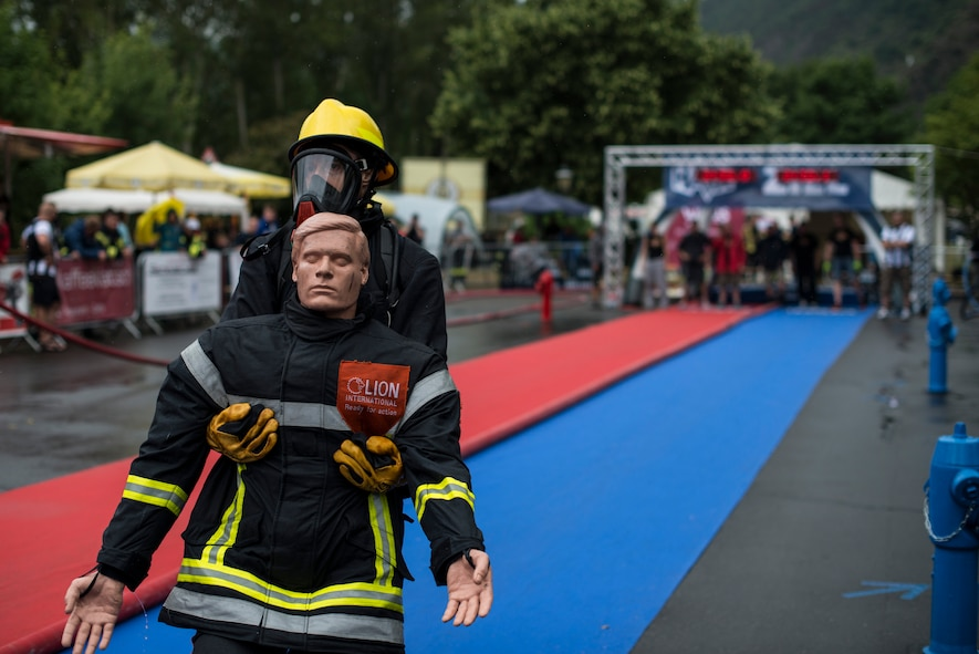 Roger Mead, Royal Air Force Alconbury, 423rd Civil Engineer Squadron firefighter, leads the race during the victim rescue obstacle during the first Mosel Firefighter Combat Challenge in Ediger-Eller, Germany, July 5, 2014. The victim rescue is the last obstacle of five requiring a firefighter to carry a 175-pound mannequin 30 meters to the finish line. (U.S. Air Force photo by Staff Sgt. Christopher Ruano/Released)