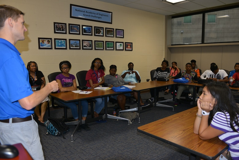 Nashville Distict Park Ranger, Mark Klimaszewski talks with students from the Tennessee State University Engineering Department on July 2, 2014 at the campus.