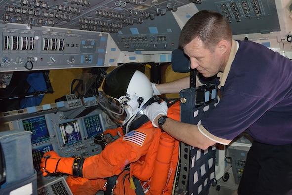 astronauts sleeping compartment - photo #2