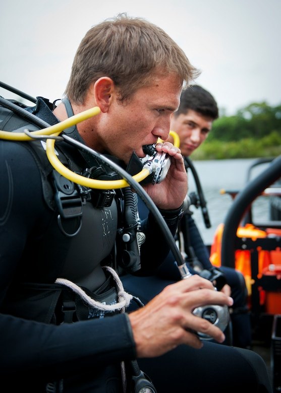 A Navy explosive ordnance disposal student checks his equipment before a diving exercise at Eglin Air Force Base, Fla.  After completing the standard training course at Navy EOD school, Sailors attend the 55-day dive training on Eglin.  The Naval School EOD staff trains approximately 1,800 DOD military, civilian and international students annually.  (U.S. Air Force photo/Tech. Sgt. Samuel King Jr.)