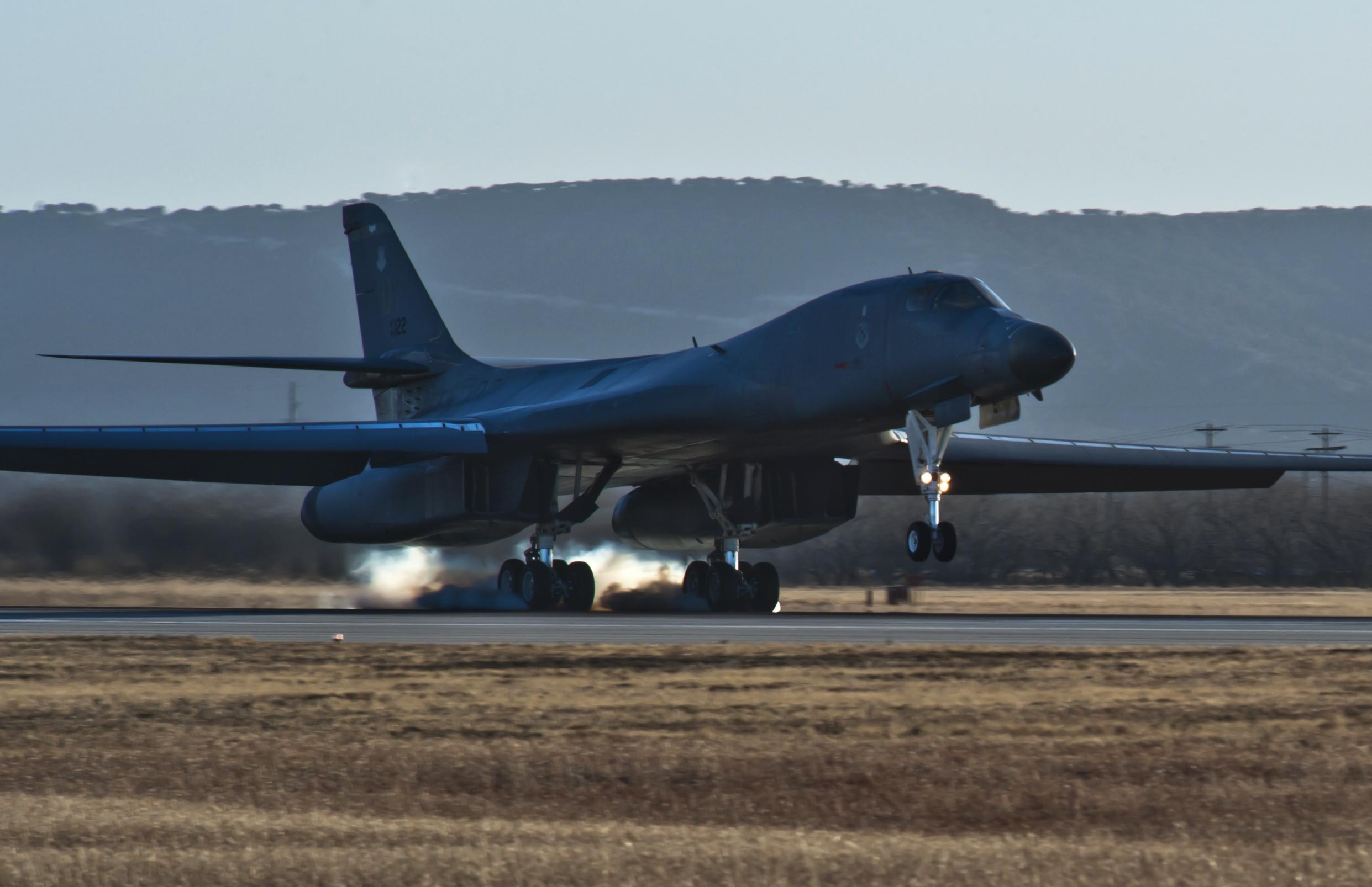 B 1 (航空機)の画像 p1_40