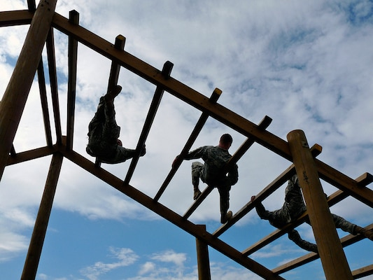 Missouri National Guard Soldiers face 'The Weaver,' one of nine challenge stations on an obstacle course at Camp Crowder in Neosho, Mo. The Citizen-Soldiers, as well as a handful of active duty troops, are undergoing air assault course, the first of its kind held in the state.