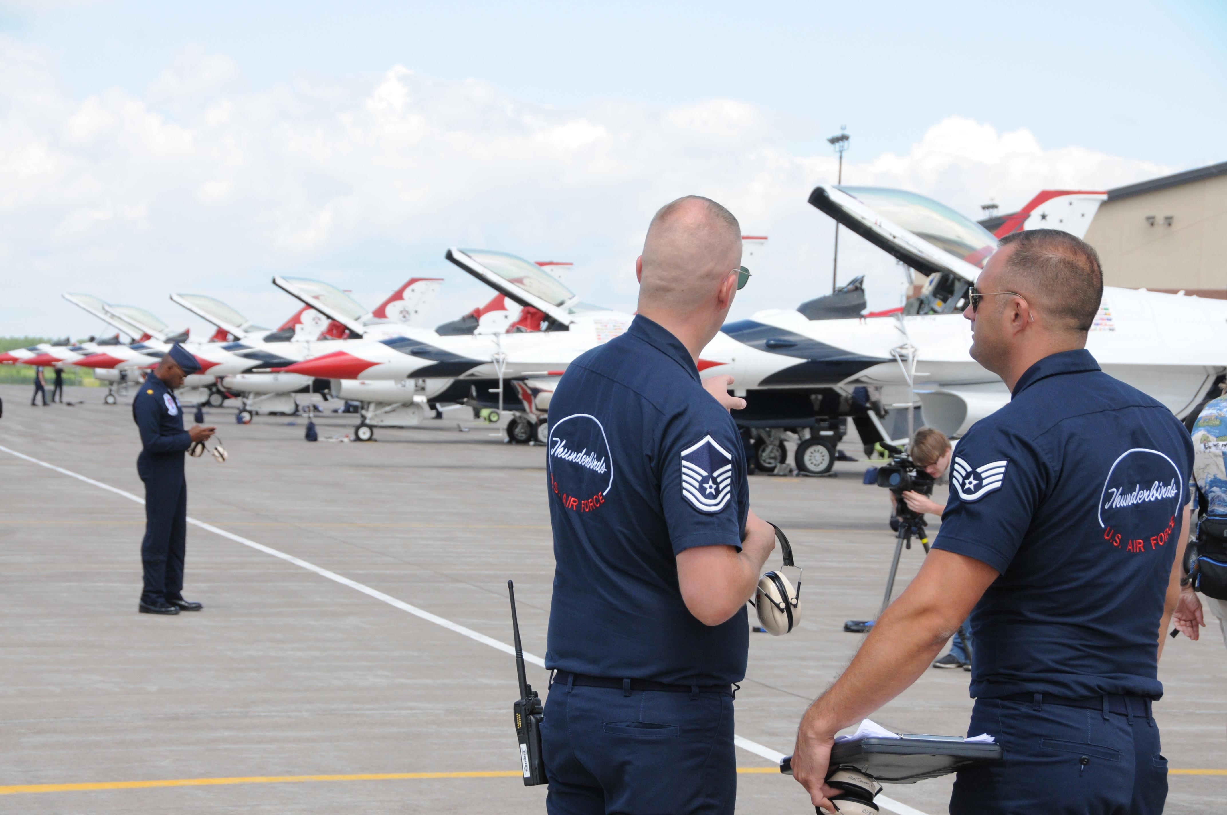 DOWNLOAD HI RES PHOTO DETAILS. U.S. Air Force Thunderbirds