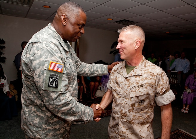MACDILL AIR FORCE BASE, Fla. – Army Gen. Lloyd J. Austin III, commander of U.S. Central Command, welcomes Lt. Gen. Kenneth McKenzie back to USCENTCOM before a change of command ceremony here June 18.  McKenzie assumed command of U.S. Marine Corps Forces Central Command from Lt. Gen. Robert Neller during a change of command ceremony, June 18. (USCENTCOM photo by Sgt. Fredrick J Coleman, USMC)