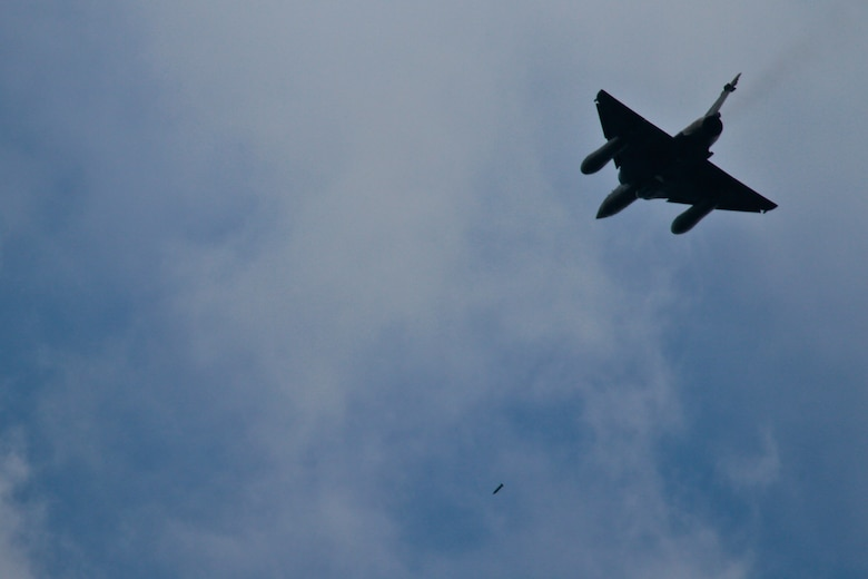 A French Air Force Mirage 2000 controlled by New Jersey Air National Guardsmen drops munitions over Grafenwoehr Training Area, Bavaria, Germany on July 16, 2014 during Operation Kriegshammer.  (U.S Air National Guard photo by Tech. Sgt. Matt Hecht/Released)