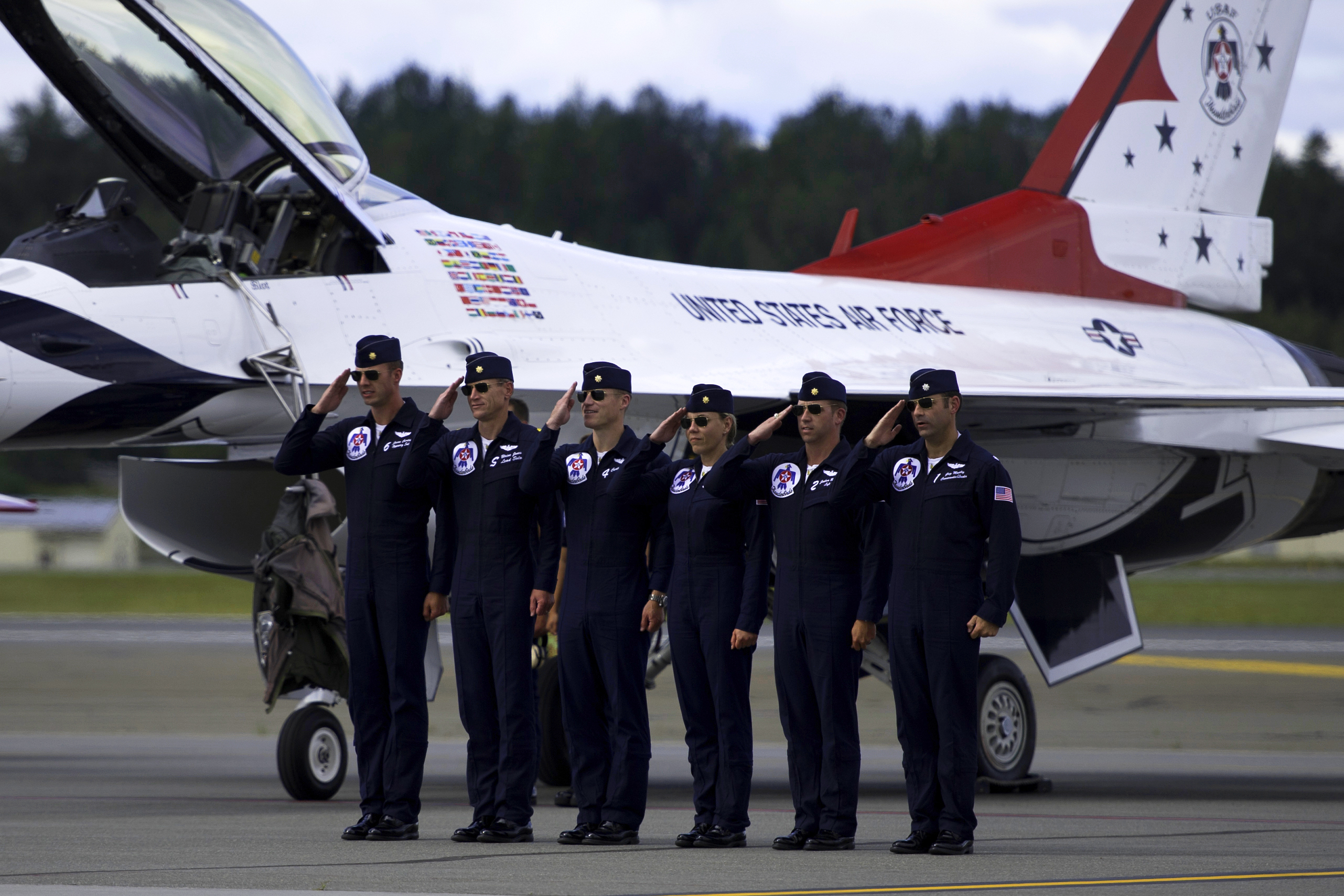 """pilot essay Free essay: i want to be a pilot """"i want to be a pilot when i grow up because it's a fun job and easy to do that's why there are so many pilots flying."""