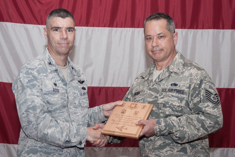 307th Maintenance Group recognizes accomplishments > 307th Bomb Wing