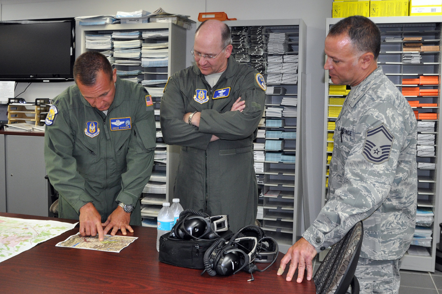 Reserves Pay Chart: Commander visits Youngstown e Air Force Reserve Command e News Article,Chart