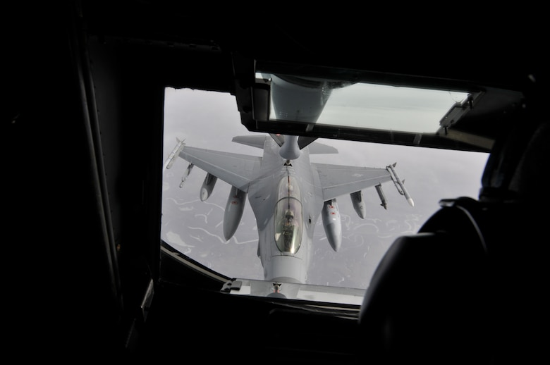 A picture of a U.S. Air Force F-16D Fighting Falcon being refueled by a KC-135 Stratotanker.
