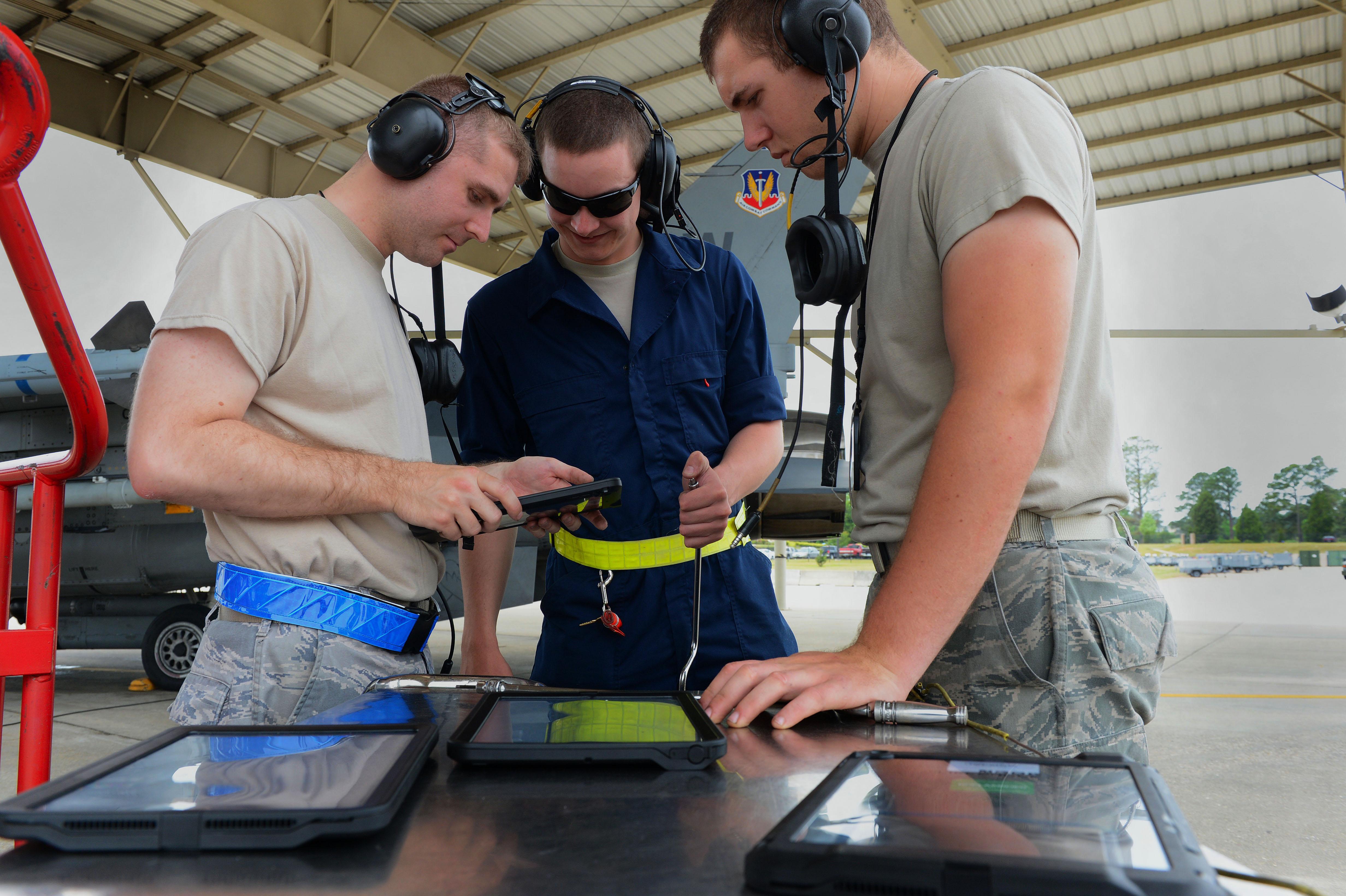tablet technology to aid maintenance airmen u003e u s air force rh af mil air force technical manual 00-33a-1109 air force technical manuals online