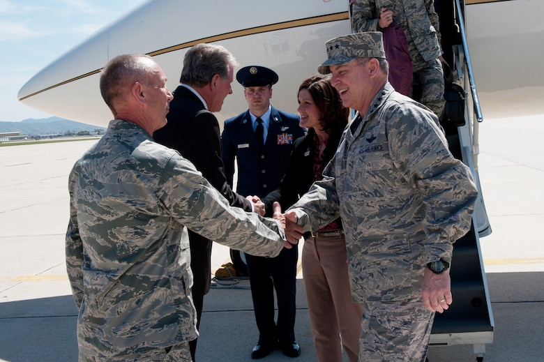"""Gen. Mark A. Welsh III, U.S. Air Force Chief of Staff, and his wife Betty are  greeted by the Governor of Idaho, Gov. C.L. """"Butch"""" Otter and Maj. Gen. Gary  L. Sayler, commanding general, Idaho National Guard, as they land at Gowen  Field in Boise, Idaho, May 2, 2014. (Air National Guard photo by Master Sgt.  Becky Vanshur)"""