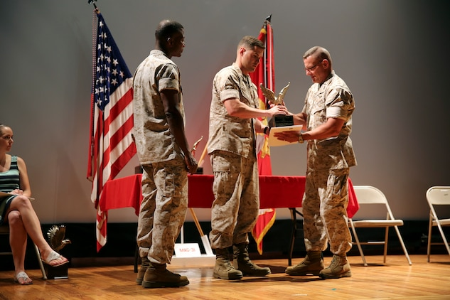 Capt. Micahel Givan receives the Navy and Marine Association Leadership Award, May 20. The award is based on peer nominations and command review.