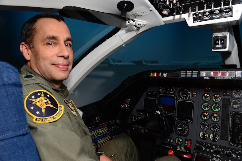 Lt. Col. Mark Lyons sits in a T-1A Jayhawk flight simulator Oct. 28, 2014, at Vance Air Force Base, Okla. As part of the Energy Analysis Task Force, Lyons is teaching student pilots how to fly in a more fuel-efficient manner in flight simulators. The overarching goal of this training is to create an energy-aware culture in the Air Force, specifically in the flying community. Lyons is a 5th Flying Training Squadron instructor pilot. (U.S. Air Force photo/Senior Airman Frank Casciotta)