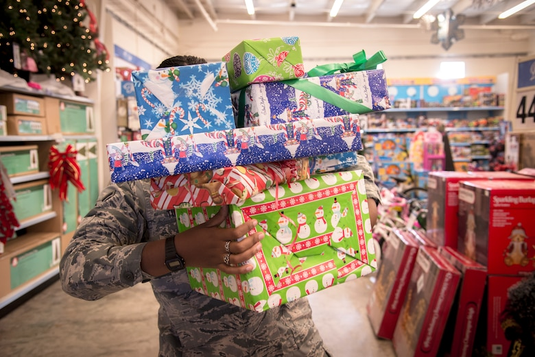 The Airman and Family Readiness Center can help servicemembers financially prepare for the holidays. To avoid going over budget and becoming overwhelmed by debt, contact the AFRC at 229-257-3333 for an individual financial assessment. (U.S. Air Force illustration by Senior Airman Sandra Marrero/Released)