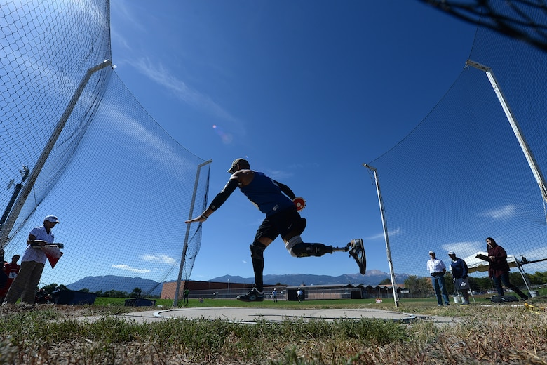 Master Sgt. Chris Aguilera throws the discus during the 2014 Warrior Games Sept. 30, 2014, in Colorado Springs, Colo. The Warrior Games allow active and former military members to compete in Paralympic-style events. (DOD News photo/EJ Hersom)
