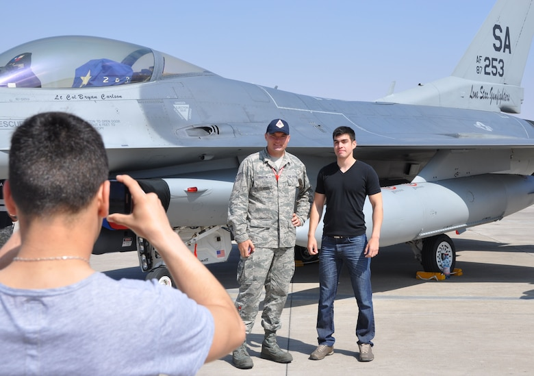 Tech. Sgt. Christopher Hamilton, from the Texas Air National Guard's 149th Fighter Wing at Joint Base San Antonio, Texas, poses for a photo with a member of the Chilean armed forces during an Open Day at Exercise Salitre 2014. The exercise, hosted by the Chilean air force, also involves the air forces of the U.S., Brazil, Argentina and Uruguay and focuses on enhancing interoperability between the participating nations. Exercise Salitre 2014 wraps up October 16. (U.S. Air Force photo by Capt. Bryan Bouchard/Released)