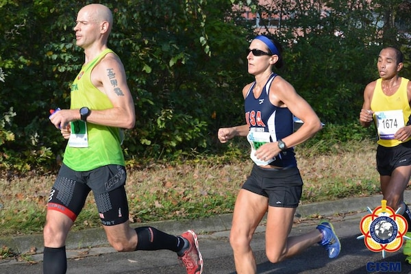 Navy LT Gina Slaby leads the US Women and placing 4th overall in the CISM Women's Division.  Slaby finished with a time of 2:43:57 during the 46th CISM Marathon World Military Championship 9-14 October 2014 in Eindhoven, Netherlands.