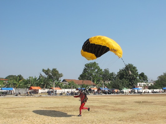 SFC Angela Nichols landing her parachute after a Freefall Style jump at the 38th Conseil International du Sport Militaire (CISM) in Solo, Indonesia 17-28 September