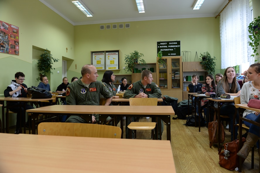 U.S. Air Force Airmen assigned to the 182nd Airlift Wing, Illinois Air National Guard, Peoria, Ill., talk with students from Zespol Szkol Ponadgimnazjalnych W Kleczewie, a Polish high school, during a school visit Oct. 21, 2014, at the school in Kleczewie, Poland. Roughly 20 Airmen split into groups and answered questions asked by the students during the visit. The 182nd AW is supporting rotation 15-1 hosted by Detachment 1, 52nd Operations Group, from Lask Air Base, Poland. (U.S. Air Force photo by Airman 1st Class Dylan Nuckolls/Released)
