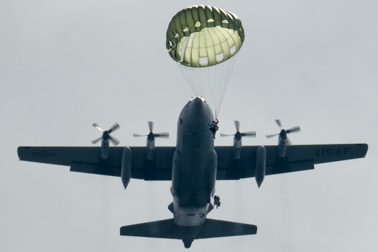Soldiers execute jumps out of a C-130 Hercules Sept. 3, 2014, at Combined Arms Training Center Camp Fuji, Japan,. The Soldiers assigned to the 1st Battalion, 1st Special Forces Group (Airborne) and the C-130 is assigned to the 36th Airlift Squadron. (U.S. Air Force photo/Osakabe Yasuo)