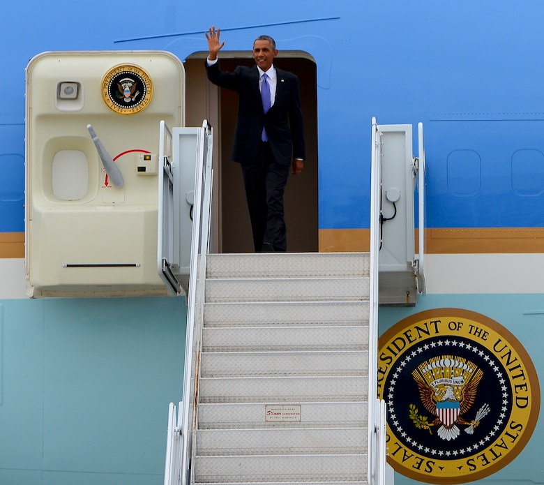 President Barack Obama disembarks Air Force One at MacDill Air Force Base, Fla, Sept. 16, 2014. The President will receive briefings from top commanders at U.S. Central Command, and thank the men and women who will partner with others in the region to carry out his strategy to degrade and defeat Islamic State of Iraq and the Levant. (U.S. Air Force photo by Senior Airman Shandresha Mitchell/ Released)