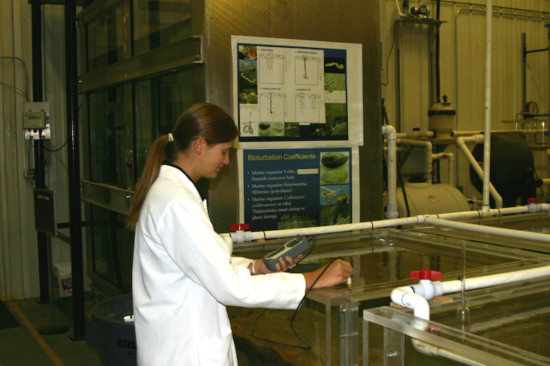 Intern Elizabeth Bruns conducting bioturbation experiments at the Sediment Research Laboratory.