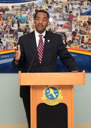 Assistant Secretary of Defense for Health Affairs Jonathan Woodson, M.D., addresses almost 100 staff and visitors at Naval Hospital Jacksonville, Fla.  Woodson joined members of Prevention Partners in recognizing NH Jacksonville for achieving the highest national standards for tobacco-free policies and practices for its approximately 2,300 staff and 70,000 enrolled patients.