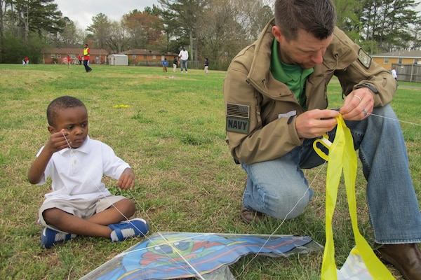Wesley Malone, a project manager with the Army Corps of Engineers Huntsville Center, helps Rolling Hills student maintain a kite.