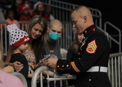 SSgt. Shawn W. Freeman, an Officer Selection Assistant with RS Indianapolis, handed out stickers and spoke with fans at the State Farm College Slam Dunk and 3-Point Championship at Butler University April 2, 2015. Photo by Sgt. Tyler S. Mitchell